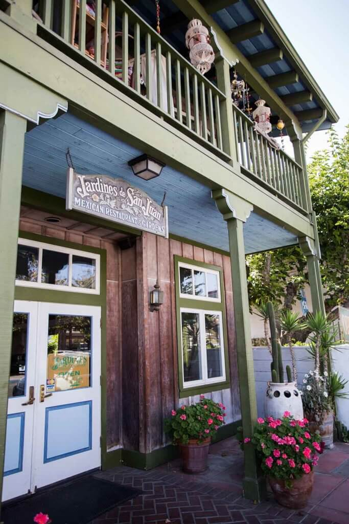 drive-swim-fly-san-juan-bautista-california-jardines-mexican-restaurant-front-entrance-wild-west
