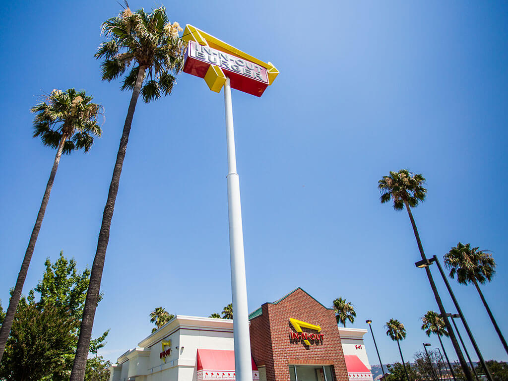drive-swim-fly-in-n-out-burger-gilroy-california-cheeseburgers-fast-food-west-coast-original-road-sign