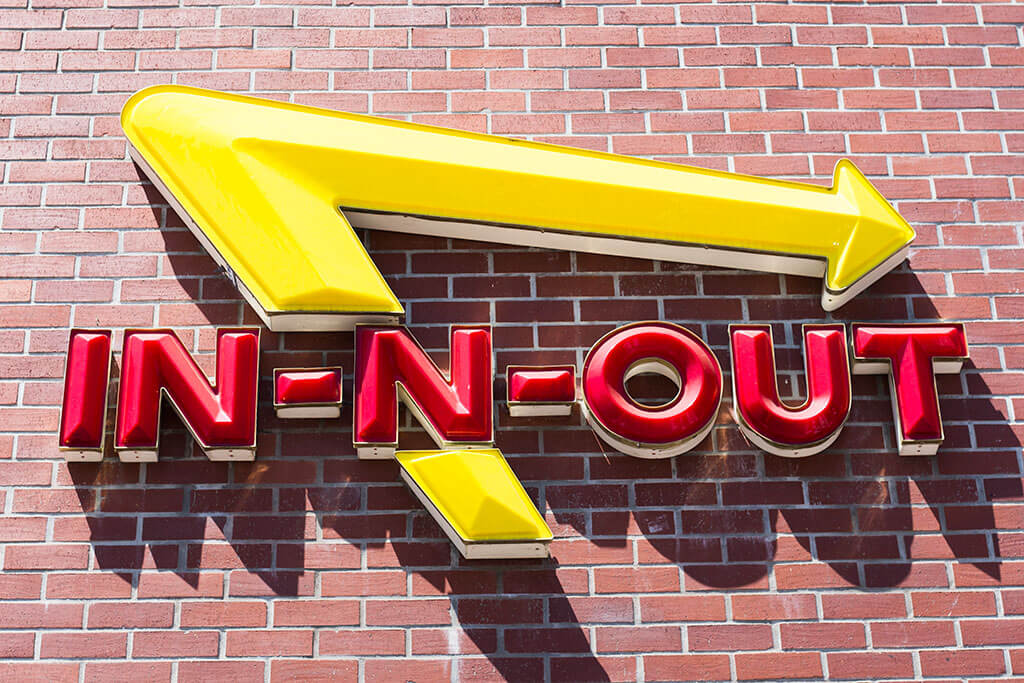drive-swim-fly-in-n-out-burger-gilroy-california-cheeseburgers-fast-food-west-coast-original-welcome-sign