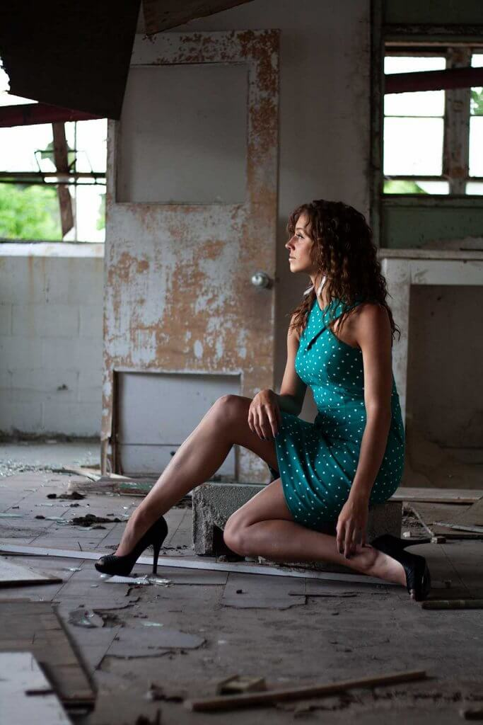drive-swim-fly-california-portraits-people-models-dominique-abandoned-building