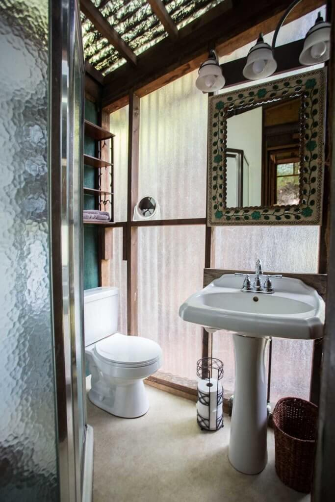 drive-swim-fly-santa-cruz-mountains-treehouse-hotel-bathroom