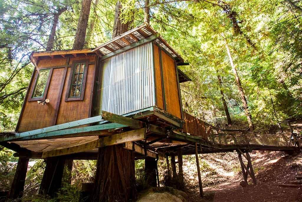 drive-swim-fly-santa-cruz-mountains-treehouse-hotel-outside-back-view-metal-siding