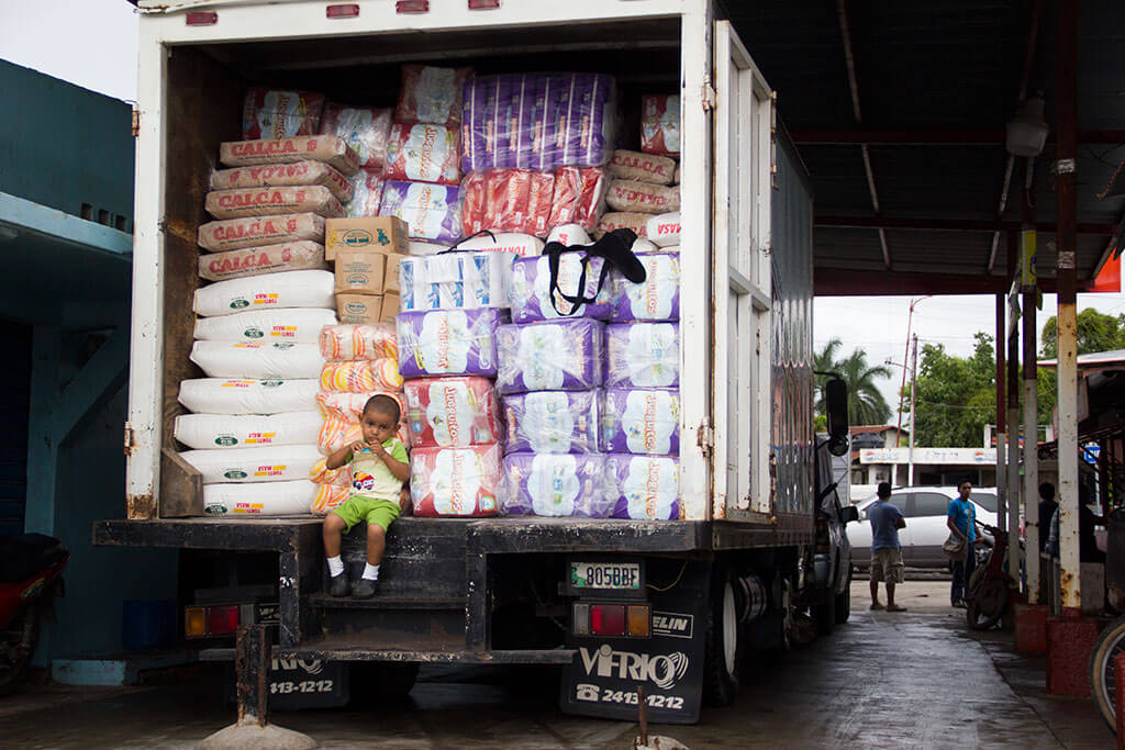 drive-swim-fly-guatemala-central-america-el-faro-antigua-missions-trip-documentary-delivery-truck-diapers-street-kid