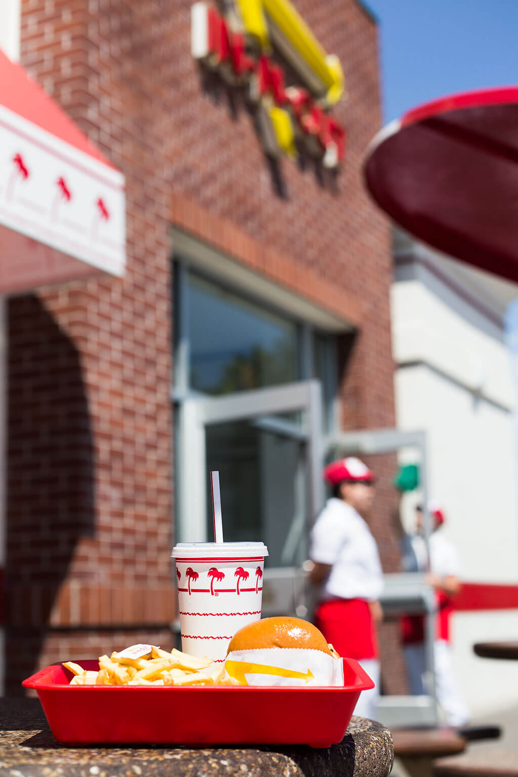 drive-swim-fly-in-n-out-burger-gilroy-california-cheeseburgers-fast-food-west-coast-original-front-entrance-burger-meal