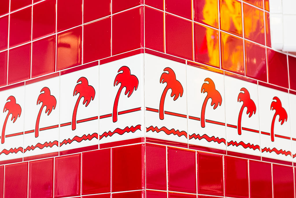 drive-swim-fly-in-n-out-burger-gilroy-california-cheeseburgers-fast-food-west-coast-original-palm-trees