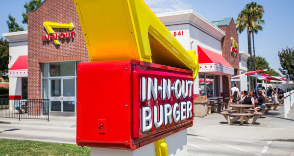 drive-swim-fly-in-n-out-burger-gilroy-california-cheeseburgers-fast-food-west-coast-original-wide-shot-sign-outside-restaurant