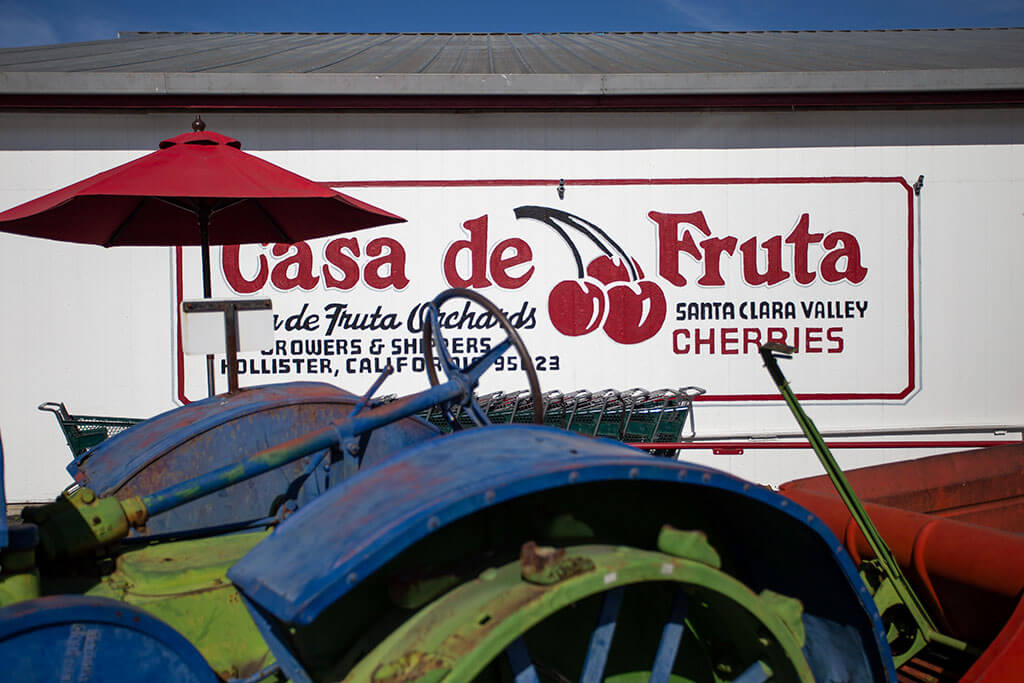 drive-swim-fly-california-casa-de-fruita-roadside-attraction-pacheco-pass-highway-pit-stop-main-sign