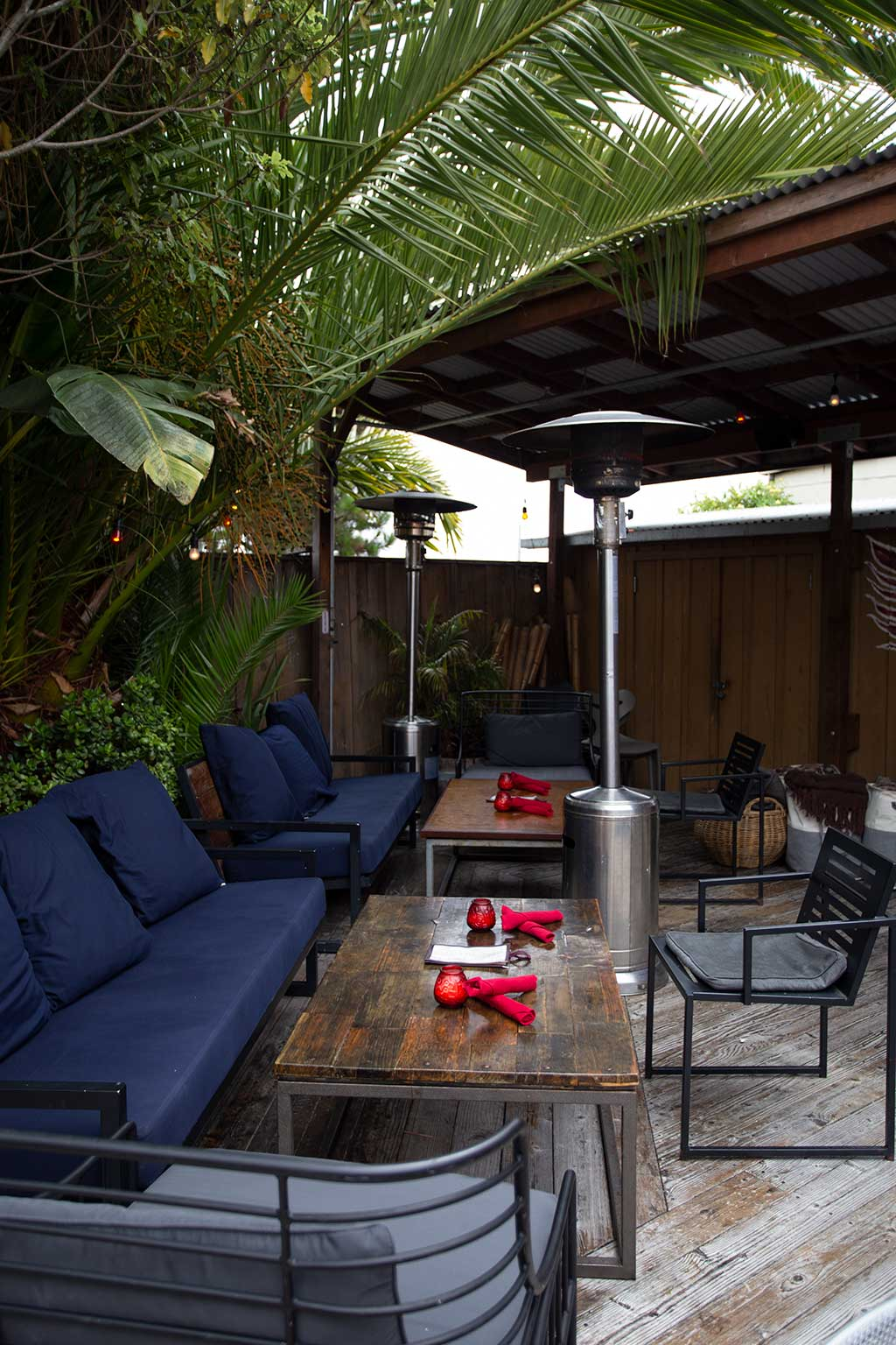 drive-swim-fly-hulas-island-grill-restaurant-monterey-california-outdoor-couches-sofas