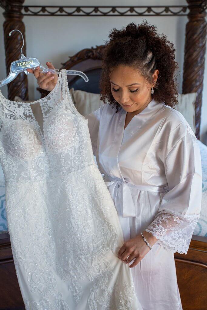 drive-swim-fly-wedding-photography-hollister-california-leal-vinyards-sandy-matthew-wedding-dress-bride