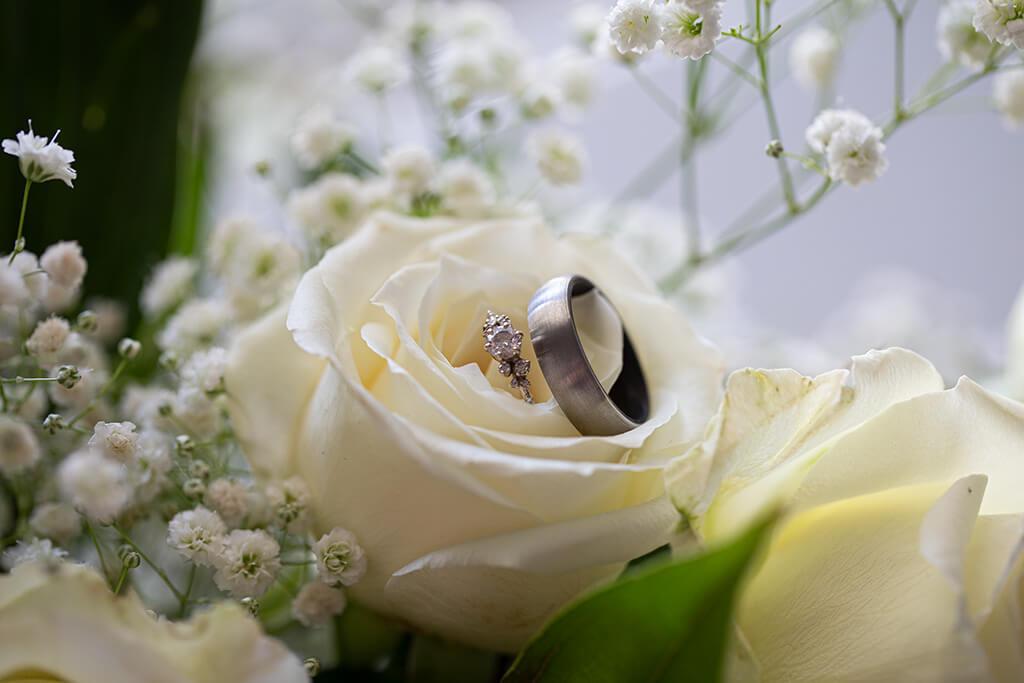 drive-swim-fly-wedding-photography-hollister-california-leal-vinyards-sandy-matthew-wedding-rings-rose-bouquet