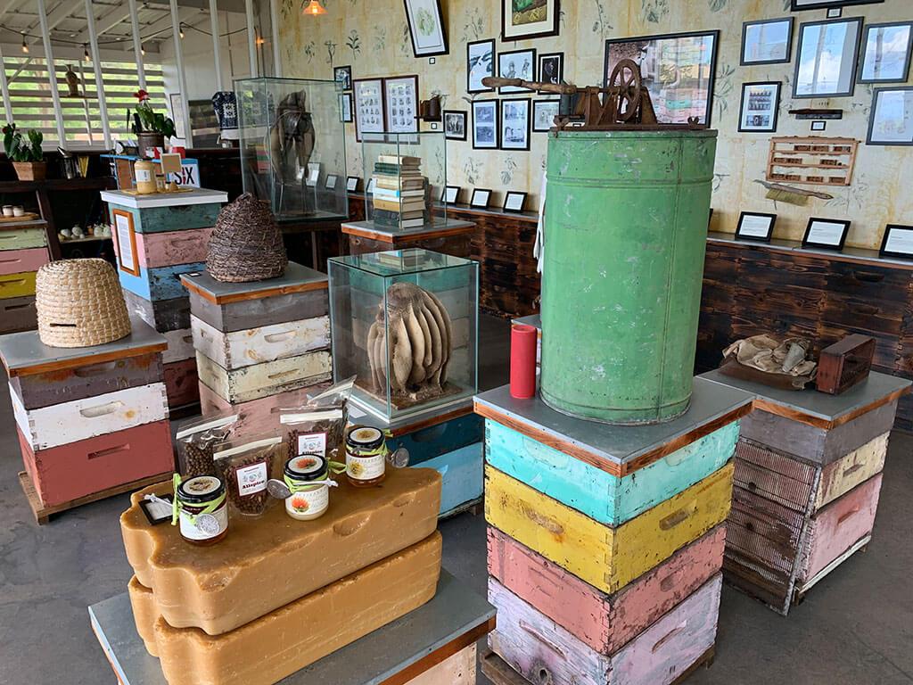 drive-swim-fly-hawaii-big-island-kona-coast-kealakekua-big-island-bees-honey-giftshop