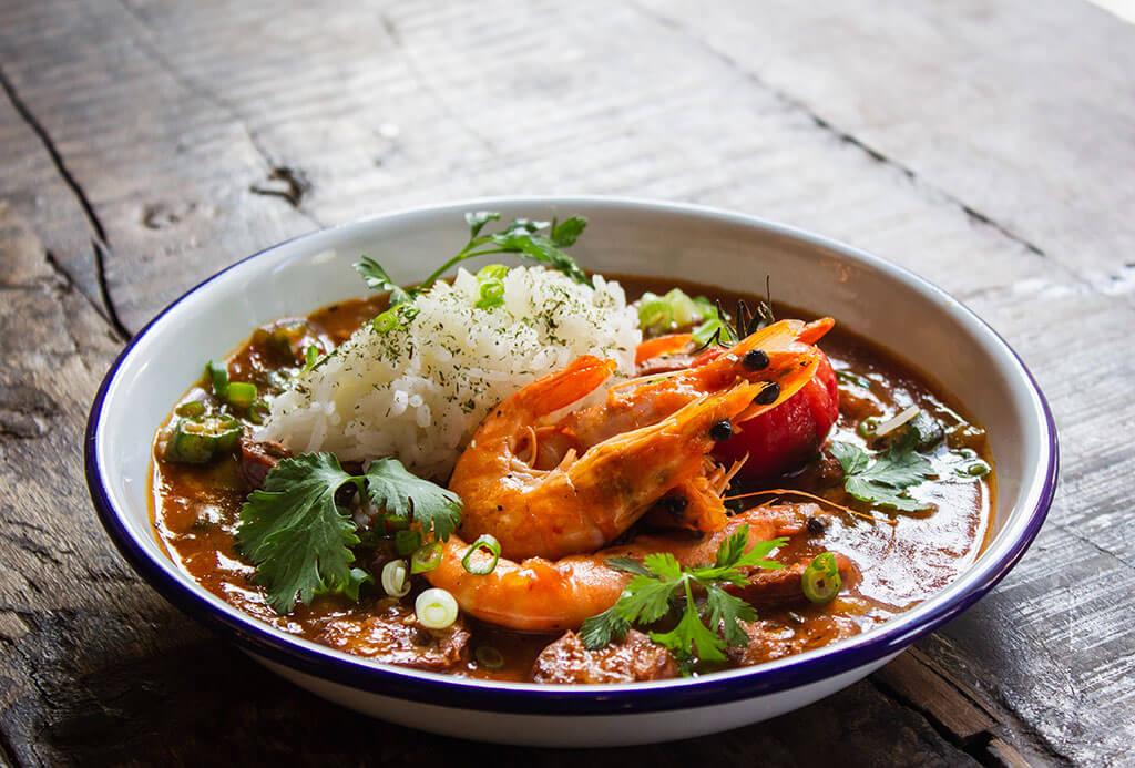 drive-swim-fly-hawaii-big-island-kona-coast-krua-thai-cuisine-seafood-curry-photo-by-louis-hansel-unsplash