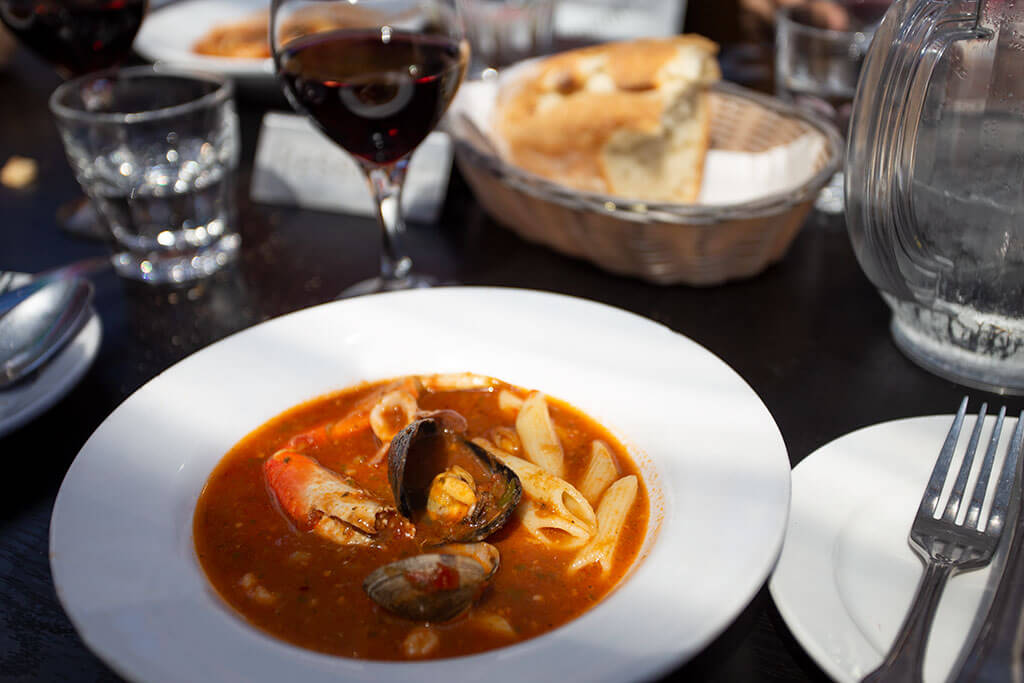 drive-swim-fly-san-francisco-avital-food-tour-north-beach-little-italy-sotto-mare-oysteria-seafood-cioppino-bowl-dinner